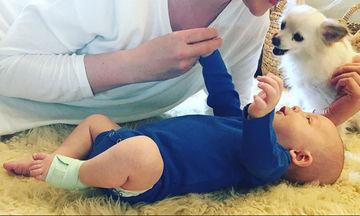 Διάσημη μαμά μοιράστηκε τις πιο γλυκές φωτογραφίες με τον 6 μηνών γιο της!