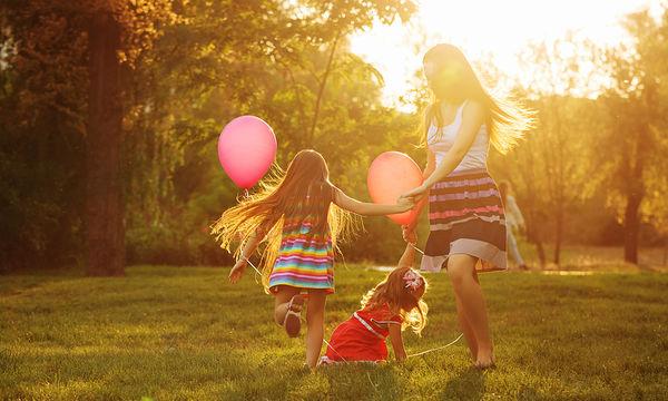 Γιατί οι μαμάδες μισούν και λατρεύουν το καλοκαίρι