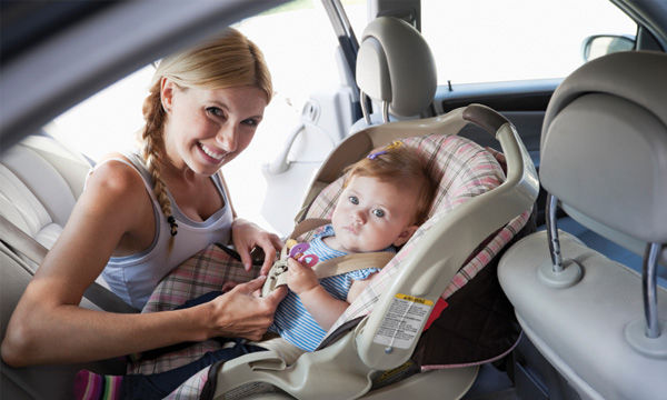 Ταξιδεύοντας με αυτοκίνητο: Πώς θα έχετε ένα ήσυχο ταξίδι με το μωρό σας