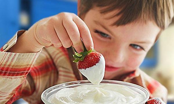 Πέντε υγιεινά καλοκαιρινά σνακ που θα ξετρελάνουν το παιδάκι σας!