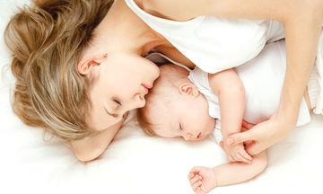 Πώς μια μαμά αντιμετώπισε τις δυσκολίες ύπνου του μωρού της