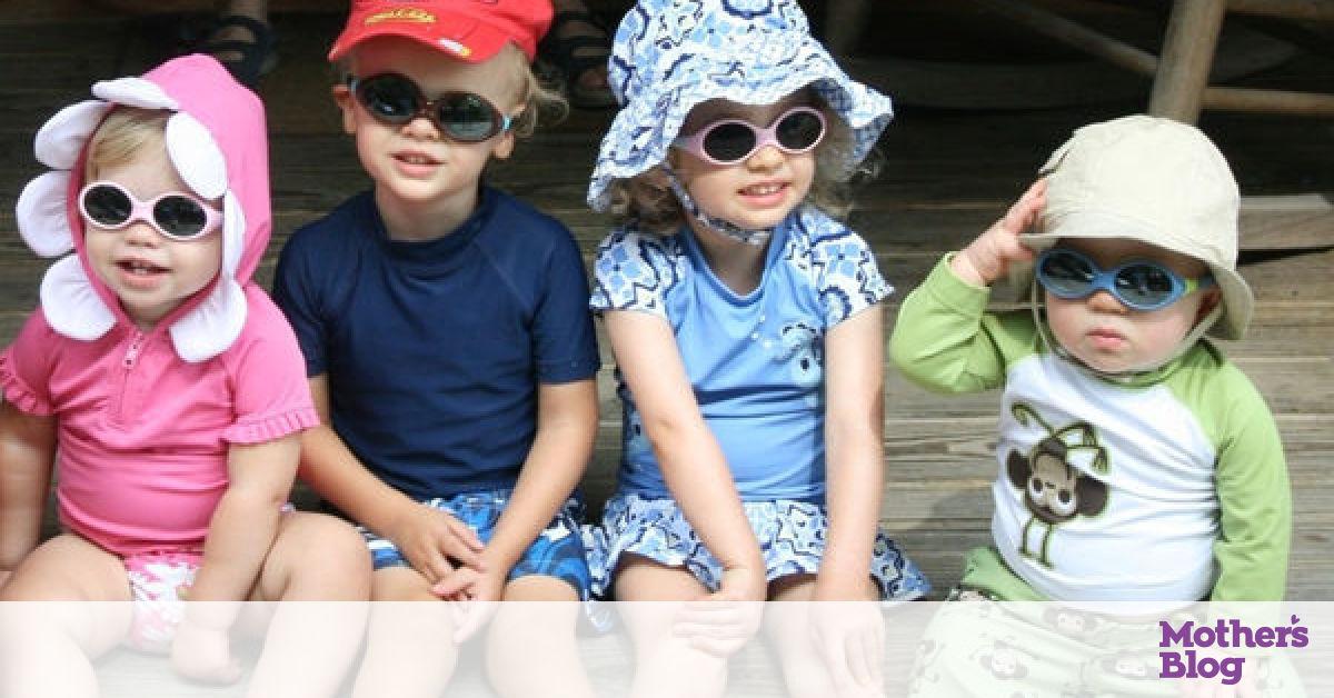 Πώς θα επιλέξετε τα κατάλληλα παιδικά γυαλιά ηλίου - Mothersblog.gr e3b6199e85a