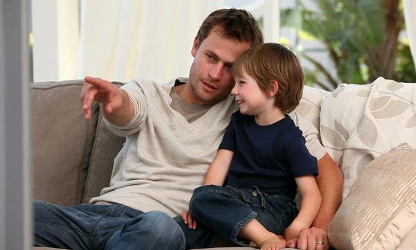 Παιδιά «σπασίκλες»: Ο υψηλός δείκτης νοημοσύνης τους εξαρτάται και από την ηλικία του πατέρα