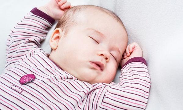 Οκτώ κοινά προβλήματα ύπνου που αντιμετωπίζουν τα μωρά