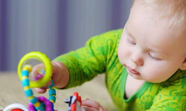 Παιχνίδια κατάλληλα για βρέφη από 4 έως 7 μηνών