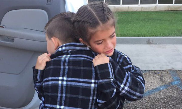 Δύσκολος ο αποχαιρετισμός για τους δύο φίλους- Η φωτογραφία που συγκίνησε το διαδίκτυo (vid)