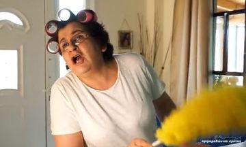 Αυτή η Ελληνίδα μάνα τρέλανε το διαδίκτυο μέσα σε λίγες ώρες και μας θύμισε τη δική μας μαμά! (vid)