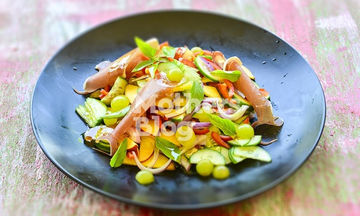 Καλοκαιρινή σαλάτα με φρούτα από τον Γιώργο Γεράρδο
