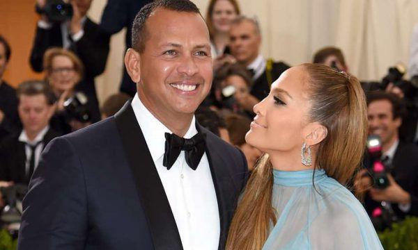 Jennifer Lopez: Η οικογενειακή φωτογραφία με τα δίδυμα και τα παιδιά του συντρόφου της