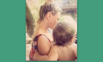 Κατερίνα Καραβάτου: Η τρυφερή φωτογραφία με τον γιο της