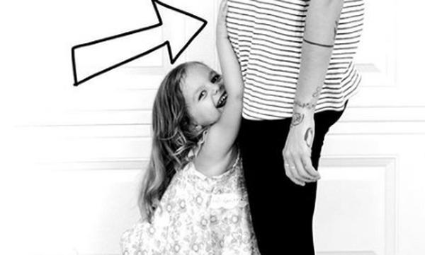 Γνωστή τραγουδίστρια περιμένει το πρώτο της παιδί