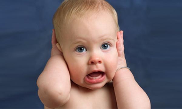 Γιατί η μπατονέτα κρύβει κινδύνους και πώς να καθαρίσετε τα αυτιά του παιδιού