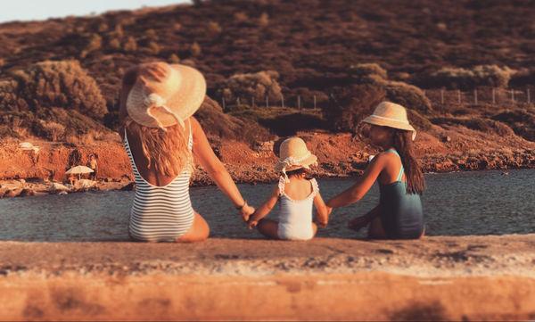Despoina's little stories: «Τα ψάθινα καπέλα…»