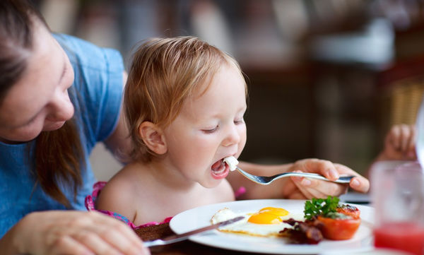 Πρέπει να πιέζω το παιδί μου να αδειάζει το πιάτο του;