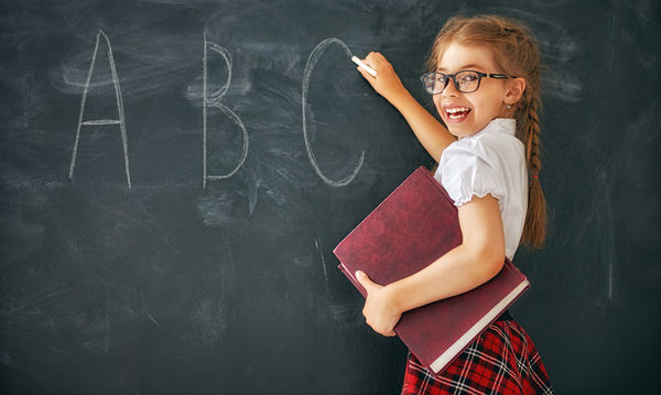 Δίγλωσσα παιδιά: 12 συμβουλές για γονείς που θέλουν τα παιδιά τους να μάθουν ταυτόχρονα δύο γλώσσες