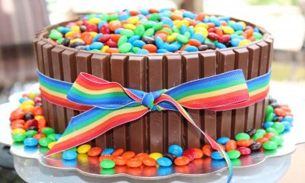 Δείτε πώς μπορείτε να διακοσμήσετε μια παιδική τούρτα (pics + vid)
