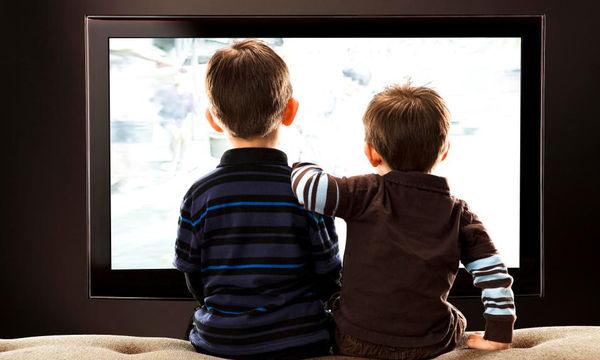 Τηλεόραση και παιδί: Τα υπέρ και τα κατά του να βλέπει