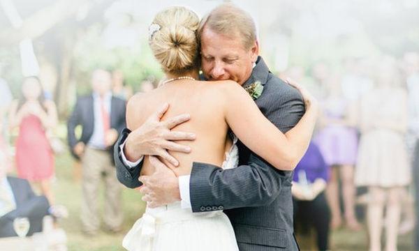 Παντρεύεστε; Δέκα υπέροχα τραγούδια για να χορέψετε με τον μπαμπά σας (vid)