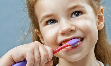 Τι τροφές πρέπει να καταναλώνει το παιδί για να έχει γερά δόντια