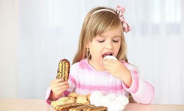 Τι να κάνετε όταν το παιδί σας θέλει να τρώει… ανθυγιεινά