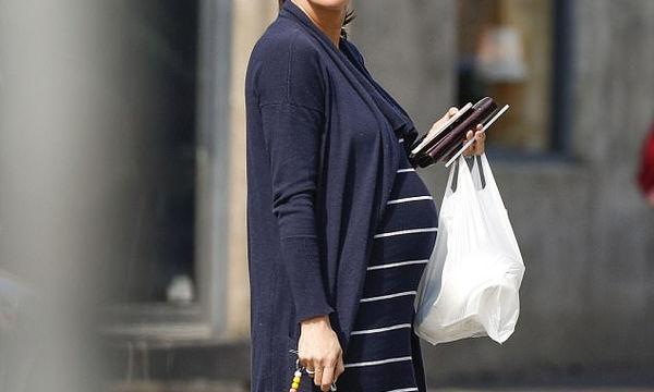 «Αυτή η εγκυμοσύνη μπορεί να είναι και η τελευταία», η εξομολόγηση και η βόλτα πριν τον τοκετό