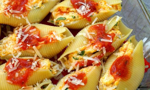 Κοχύλια γεμιστά με γλυκοπατάτα, σπανάκι και διάφορα τυριά