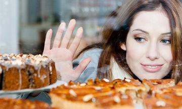 Εθισμένη στη ζάχαρη; Ιδού πώς θα αποτοξινωθείς από αυτήν
