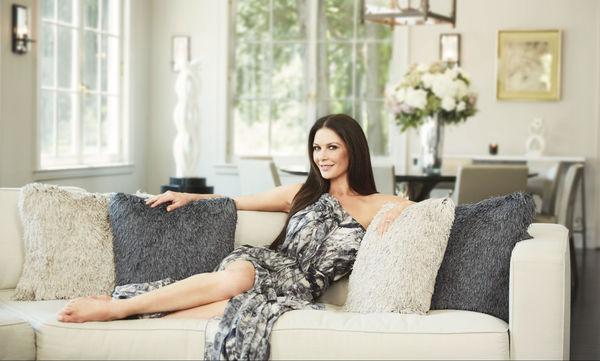 Η Catherine Zeta Jones ανοίγει για πρώτη φορά την πόρτα του εντυπωσιακού σπιτιού της (photos)