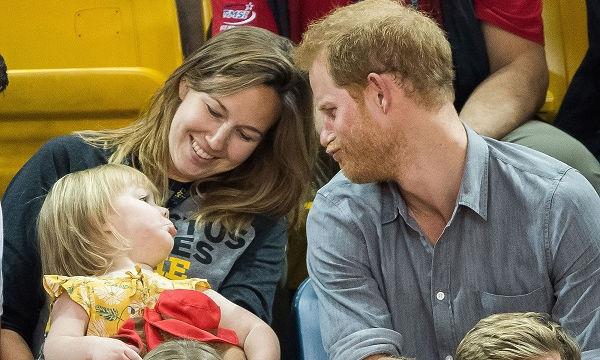 Ο πρίγκιπας Harry είναι έτοιμος να γίνει μπαμπάς! Ορίστε οι φωτογραφίες που το αποδεικνύουν