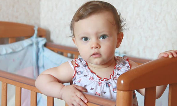 Εφτά σκέψεις που κάνει το μωρό σου όταν πηγαίνεις στο μπάνιο χωρίς εκείνο