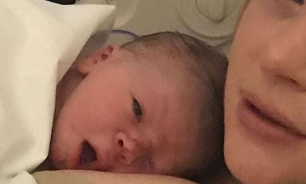 Πριν λίγες ώρες έγινε μπαμπάς και αυτή είναι η πρώτη φωτογραφία του γιου του