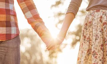 Οκτώ τρόποι για να κρατήσετε τη φλόγα στο γάμο σας ζωντανή