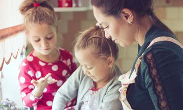 Μαγείρεμα και παιδιά: Τips για να ετοιμάζετε κάθε μέρα υγιεινά γεύματα χωρίς να «πονοκεφαλιάζετε»