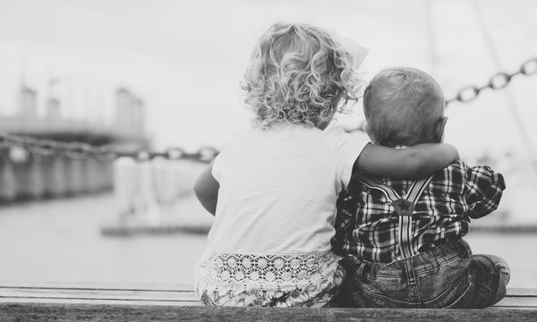 Δέκα λόγοι για να χαρίσεις ένα αδελφάκι στο παιδί σου