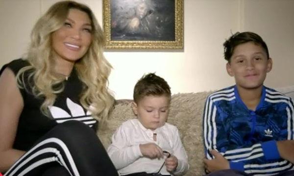 Η Αγγελική Ηλιάδη άνοιξε το σπίτι της στην Ελένη και έδωσε συνέντευξη με τους δυο γιους της