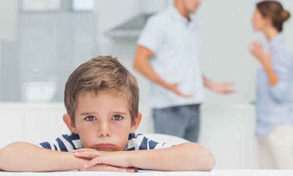 Πώς επηρεάζονται τα παιδιά όταν η οικογένεια περνάει κρίση;