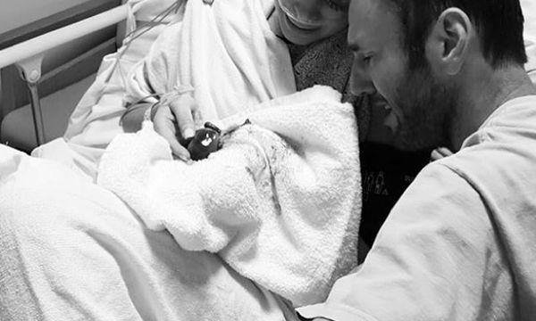 Η εξομολόγηση και η φώτο της γνωστής μαμάς με αφορμή την Ημέρα απώλειας κύησης και βρέφους