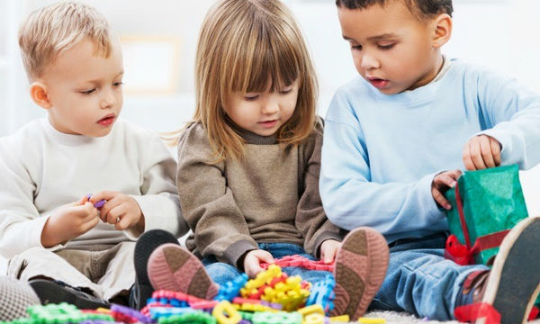 Πώς να ενθαρρύνετε το παιδί σας να  μάθει να μοιράζεται
