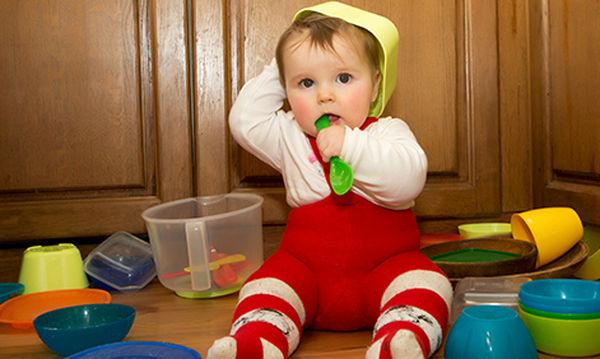 Παιδικά παιχνίδια: Με ποια αντικείμενα του σπιτιού μπορεί να παίζει το παιδί;