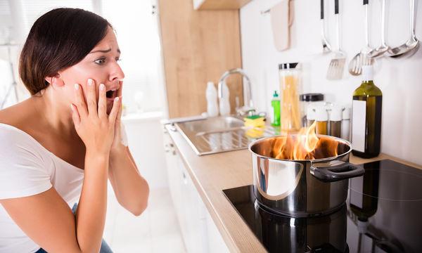 Πώς μπορεί μια μαμά να κάψει το φαγητό της σε χρόνο dt!