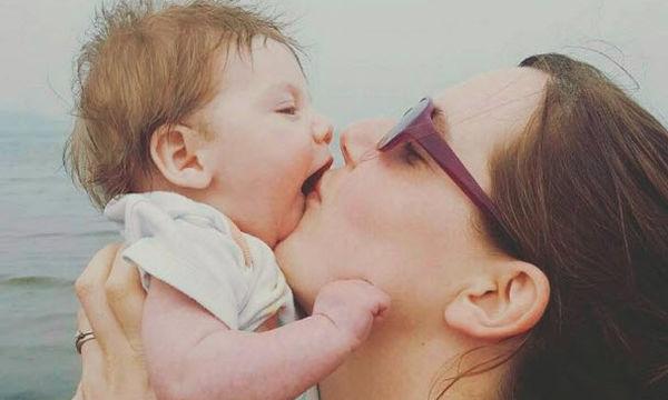 Να φιλάμε το παιδί μας στο στόμα;