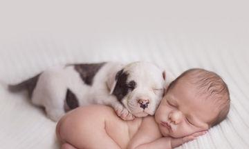 Τα 10 κοινά πράγματα που έχουν τα μωράκια σας με τα κουταβάκια σας