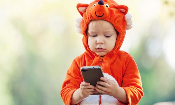 Τι μπορεί να κάνει ο γονιός για να μην είναι το παιδί του συνεχώς μπροστά σε μια οθόνη