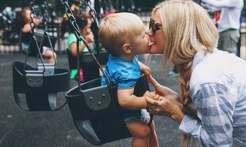 Δώδεκα πράγματα που μια μαμά πρέπει να διδάξει στα αγόρια της
