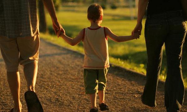 Δέκα φράσεις που δεν πρέπει ποτέ να πείτε σε γονείς με ένα παιδί
