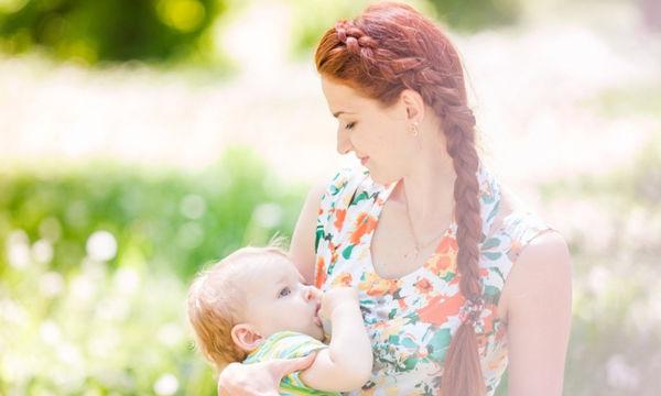 Εφτά tips για μία μαμά που θηλάζει δημοσίως