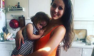 Μαμά θηλάζει ακόμη την 5 ετών κόρη της και υπερασπίζεται την απόφασή της