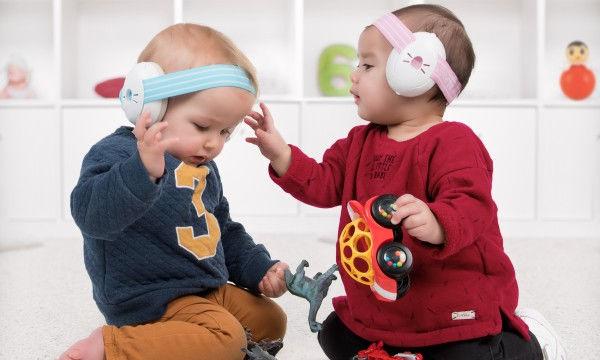 Προστατεύστε τα αυτιά των παιδιών σας από τους επιβλαβείς θορύβους και τη δυνατή με ωτοασπίδες