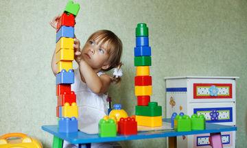 Μην εγκαταλείπετε τα παραδοσιακά παιχνίδια με το παιδί σας