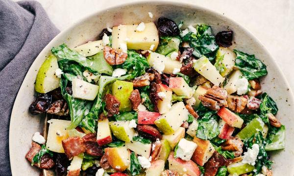 Φθινοπωρινή σαλάτα με φρούτα εποχής και καρύδια